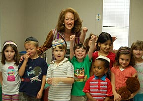 Sheila at Haar Hasholom with group of kids with their threads.